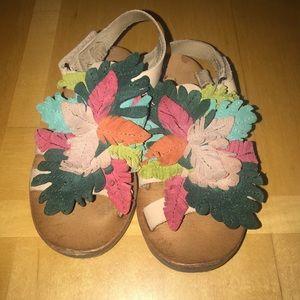 👧🏼 Zara Leafy Fringe Sandals